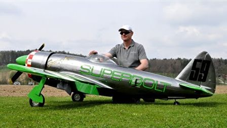 RC P-47 egy Moki S400-as csillagmotorral