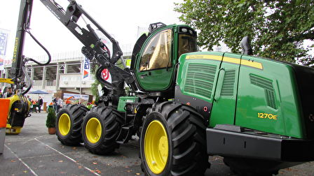 JohnDeere1170E Harvester