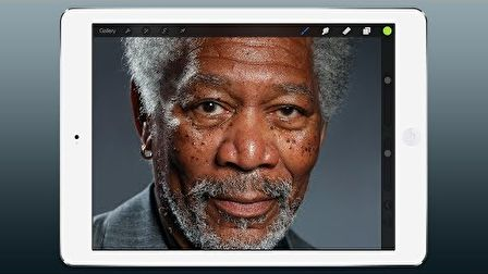 Morgan Freeman egy iPad-el